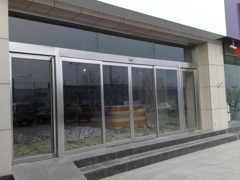 对于强化玻璃门及其它重型的门扉特别方便